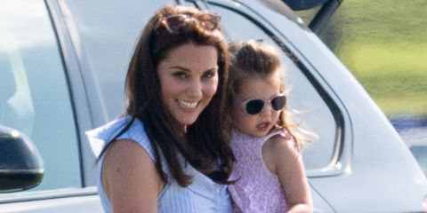 Kate Middleton haljina iz Zare – princ William George Charlotte Polo Odnosi se Blue Summer